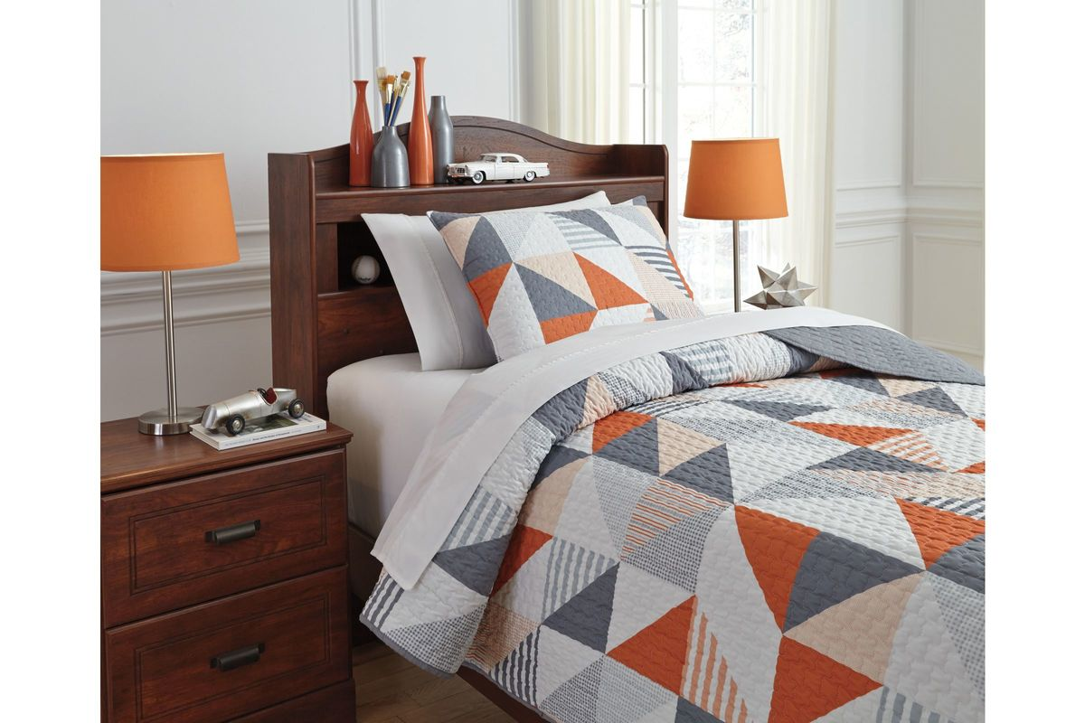 Layne Twin Coverlet Set by Ashley from Gardner-White Furniture