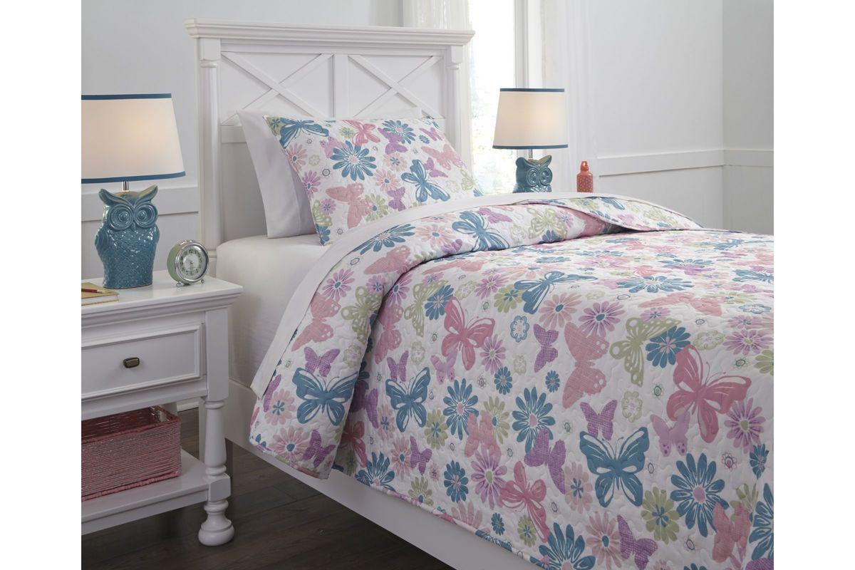 Jobeth Twin Quilt Set by Ashley from Gardner-White Furniture