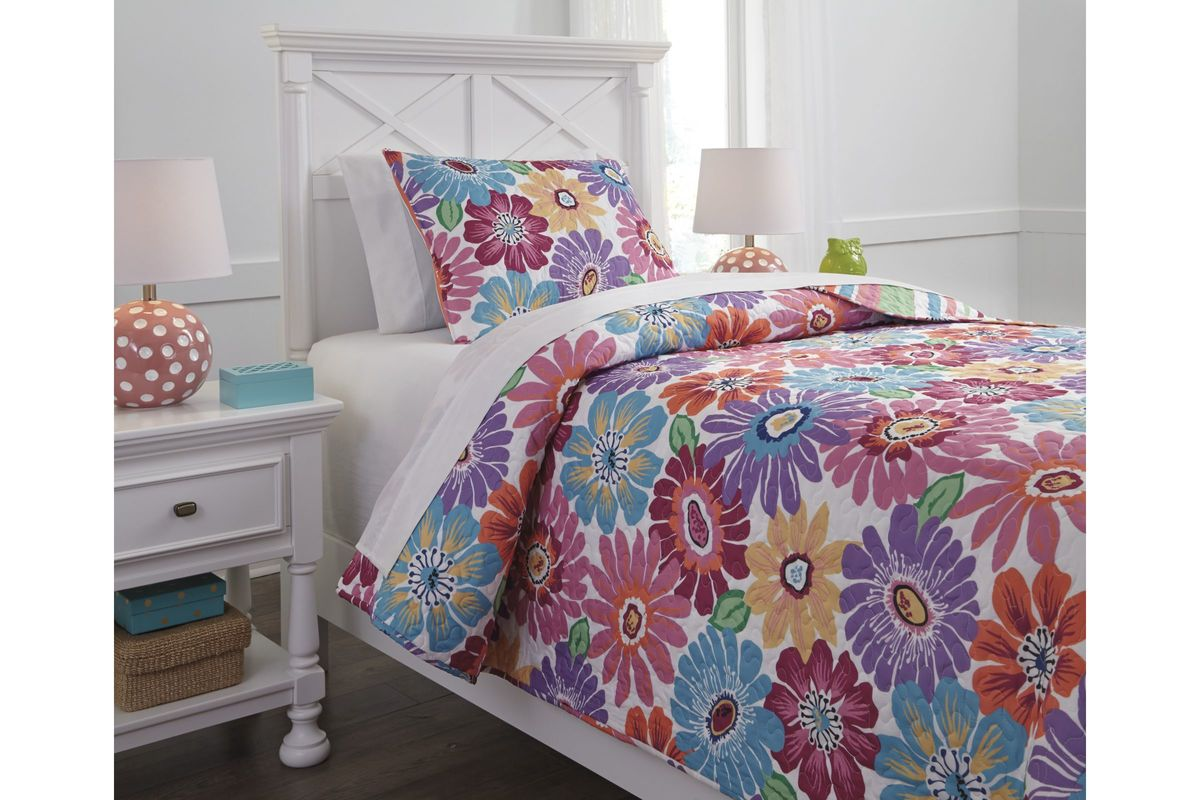 Alexei Twin Quilt Set by Ashley from Gardner-White Furniture