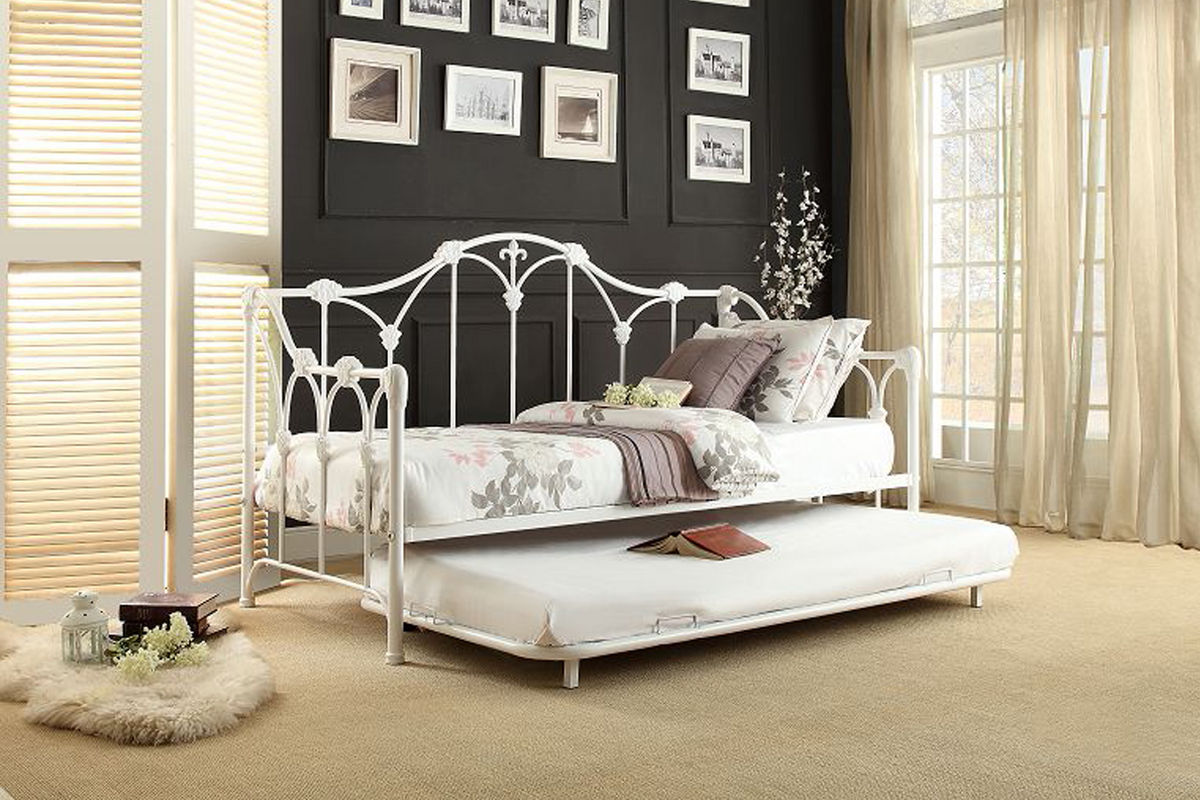 Amber White Daybed With Trundle