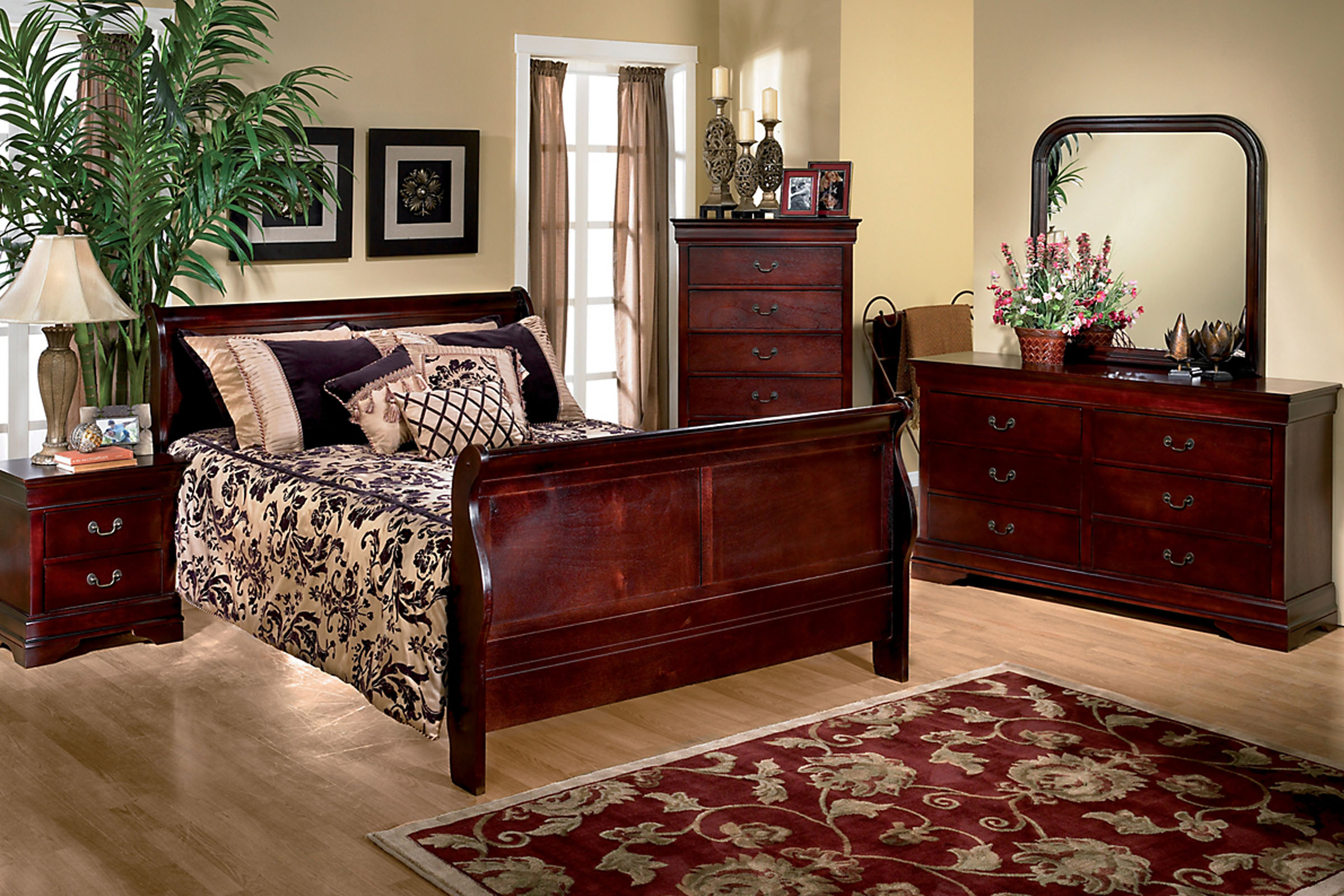 Louis 5-Piece Queen Bedroom Set