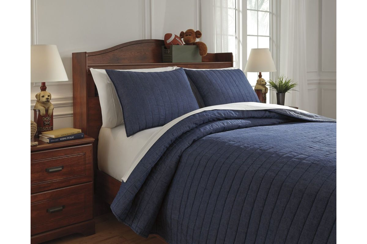 Capella Full Quilt Set in Denim by Ashley from Gardner-White Furniture