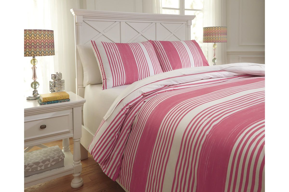 Taries Full Duvet Cover Set in Pink by Ashley from Gardner-White Furniture