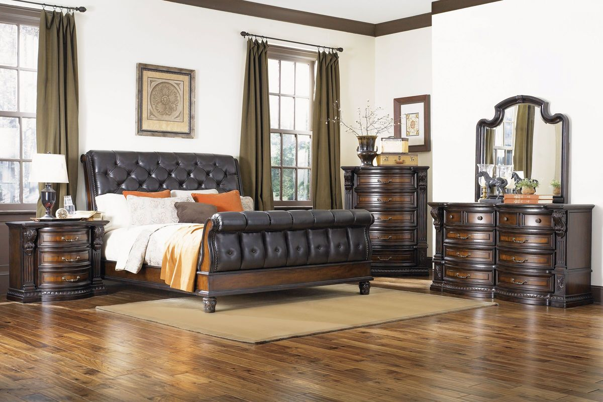 Cabernet 5-Piece King Bedroom Set with 32