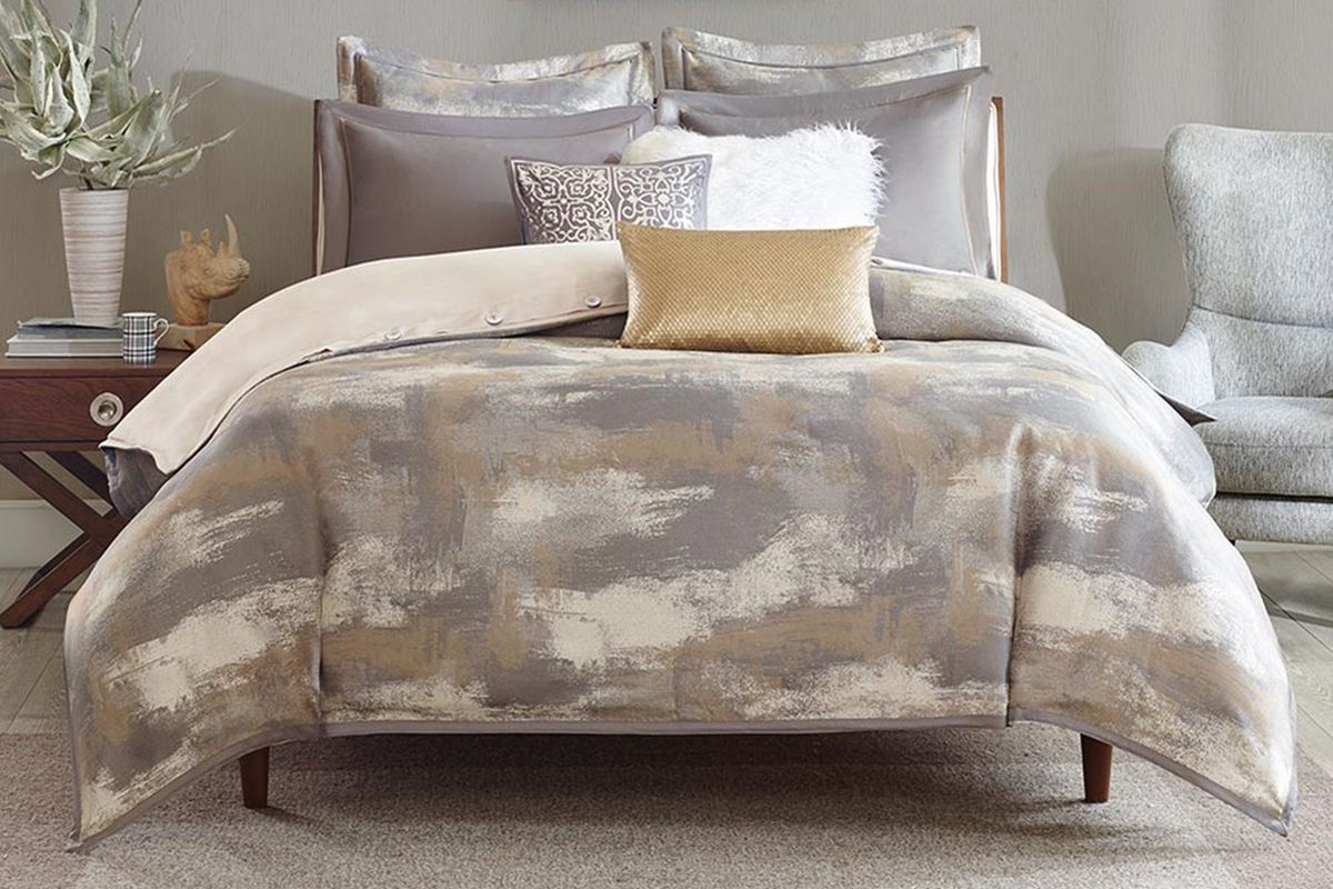 Graphix 8-Piece Queen Comforter Set from Gardner-White Furniture