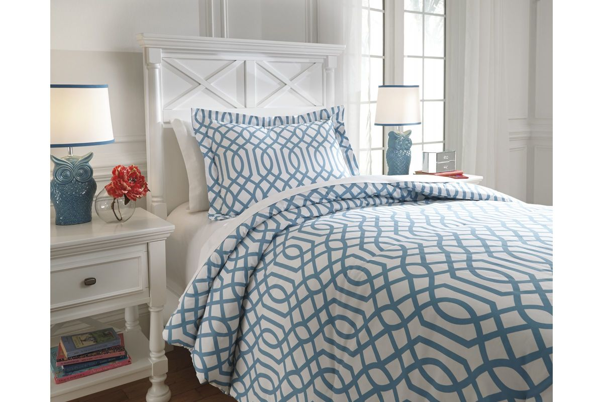 Loomis Twin Comforter Set in Aqua by Ashley from Gardner-White Furniture