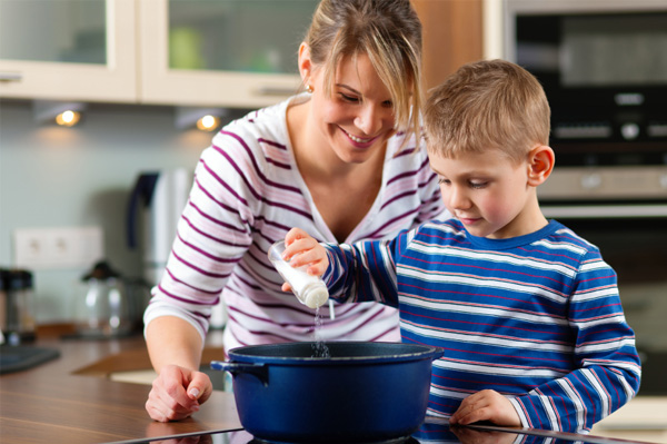 mom-cooking-dinner-with-son_eobtfh