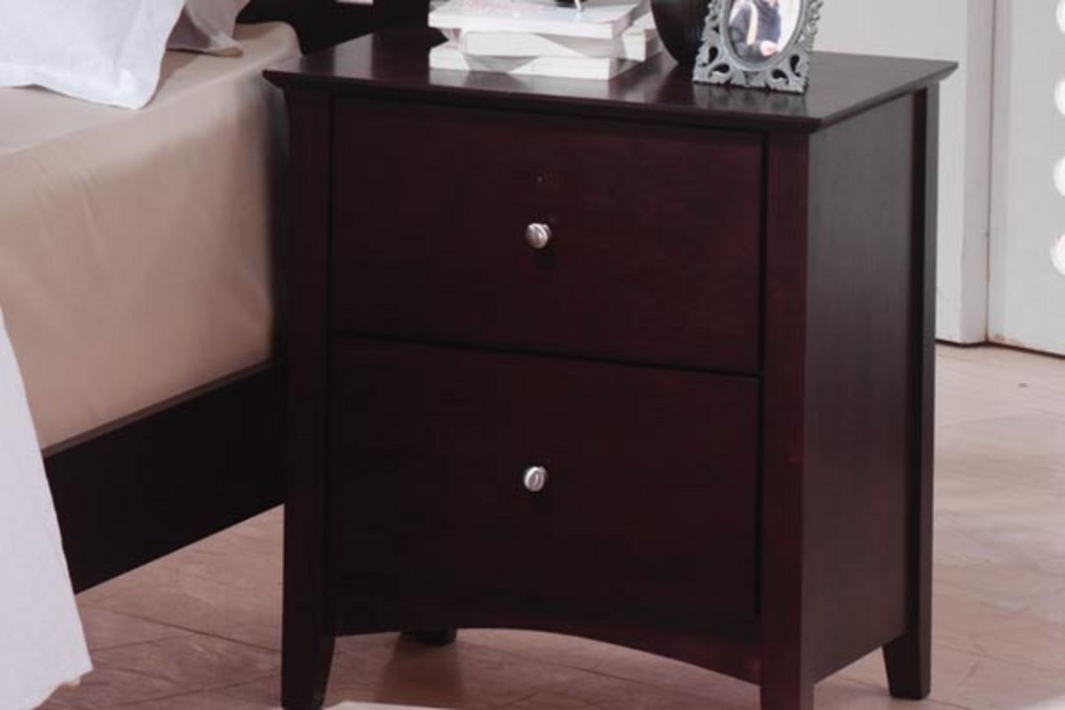 "White Nightstand And Dresser: Mets King Bed, Dresser With Mirror, Chest, Nightstand & 32"" TV"