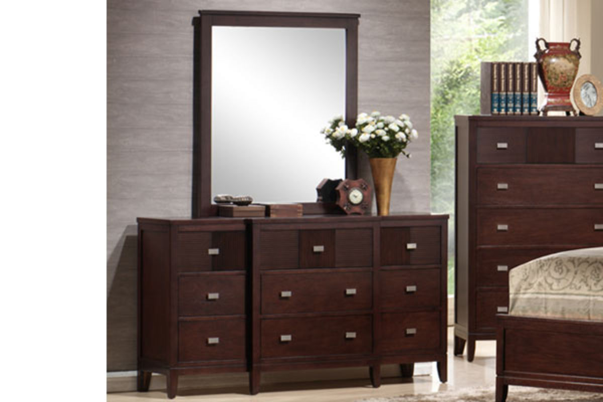 White Nightstand And Dresser: Dundee King Bed, Dresser With Mirror, Chest, Nightstand